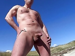 Cumming at the beach